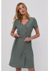 Vero Moda - Sukienka. Okazja: na co dzień. Kolor: zielony. Materiał: tkanina. Typ sukienki: proste. Styl: casual
