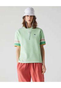 Lacoste - LACOSTE - Zielona bluzka z paskami na rękawach. Kolor: zielony. Materiał: bawełna, jeans. Wzór: haft, paski. Sezon: wiosna