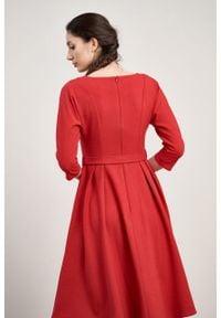 Marie Zélie - Sukienka Andrea krepa wiskozowa malinowa czerwień. Kolor: czerwony, wielokolorowy, różowy. Materiał: wiskoza. Typ sukienki: rozkloszowane. Styl: klasyczny