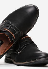 Born2be - Czarno-Brązowe Półbuty Sanah. Nosek buta: okrągły. Kolor: czarny. Materiał: nubuk, skóra, syntetyk. Szerokość cholewki: normalna. Wzór: aplikacja. Obcas: na płaskiej podeszwie. Styl: klasyczny, elegancki
