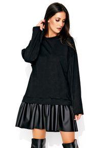 Makadamia - Wygodna Czarna Sukienka z Obniżonym Stanem z Dołem z Eko-Skóry. Kolor: czarny. Materiał: skóra