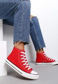 Renee - Czerwone Trampki Echimene. Wysokość cholewki: za kostkę. Nosek buta: okrągły. Kolor: czerwony. Materiał: materiał, guma. Szerokość cholewki: normalna. Wzór: gładki. Styl: klasyczny