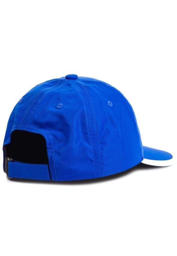 Niebieska czapka z daszkiem Asics