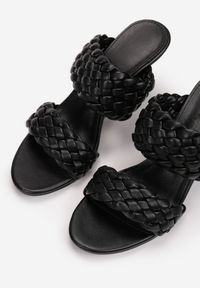Born2be - Czarne Klapki Liphia. Nosek buta: okrągły. Kolor: czarny. Materiał: satyna. Wzór: gładki. Sezon: lato. Styl: street, retro