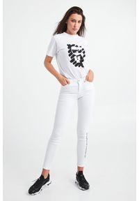Karl Lagerfeld - T-SHIRT KARL LAGERFELD. Długość rękawa: krótki rękaw. Długość: krótkie. Wzór: nadruk