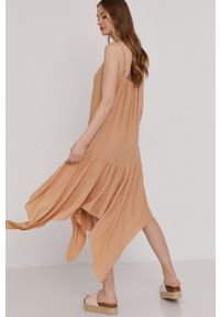 Answear Lab - Sukienka. Kolor: beżowy. Materiał: tkanina. Długość rękawa: na ramiączkach. Wzór: gładki. Typ sukienki: rozkloszowane. Styl: wakacyjny