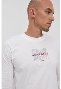Jack & Jones - Longsleeve bawełniany. Okazja: na co dzień. Kolor: biały. Materiał: bawełna. Długość rękawa: długi rękaw. Wzór: nadruk. Styl: casual