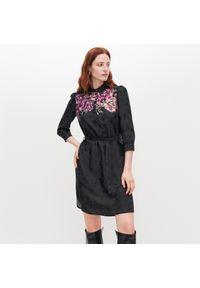 Czarna sukienka Reserved szmizjerki, w kwiaty