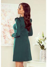 Numoco - Trapezowa sukienka z falbankami na ramionach. Typ kołnierza: kołnierz z falbankami. Materiał: materiał, elastan. Długość rękawa: krótki rękaw. Typ sukienki: trapezowe