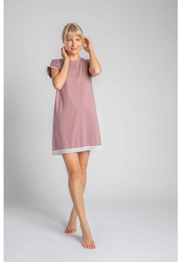 MOE - Koszula Nocna Wykończona Koronką - Wrzosowa. Kolor: fioletowy. Materiał: koronka. Wzór: koronka