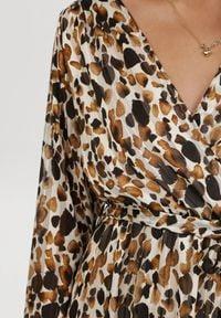 Born2be - Brązowa Sukienka Balnas. Typ kołnierza: kołnierz z falbankami. Kolor: brązowy. Materiał: materiał. Długość rękawa: długi rękaw. Typ sukienki: kopertowe. Długość: midi