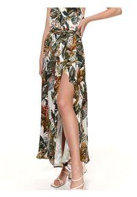TOP SECRET - Letnia sukienka maxi w egzotyczny wzór. Okazja: na imprezę. Kolor: biały. Materiał: materiał. Długość rękawa: na ramiączkach. Wzór: nadruk. Sezon: lato. Styl: wakacyjny. Długość: maxi #6