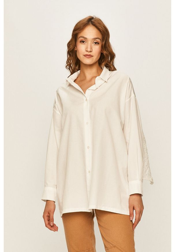 Biała koszula ANSWEAR casualowa, długa, z klasycznym kołnierzykiem