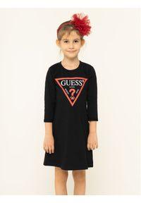 Czarna sukienka Guess prosta, casualowa, na co dzień