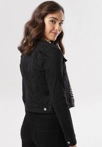 Czarna kurtka jeansowa Born2be