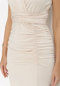 Born2be - Jasnobeżowa Sukienka Parthastos. Kolor: beżowy