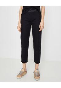 MONCLER - Spodnie cygaretki. Kolor: czarny. Materiał: materiał. Wzór: gładki. Styl: klasyczny