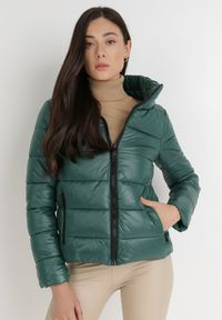 Born2be - Ciemnozielona Kurtka Phylaera. Kolor: zielony. Materiał: tkanina, futro. Długość: krótkie