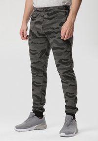 Brązowe spodnie dresowe Born2be moro