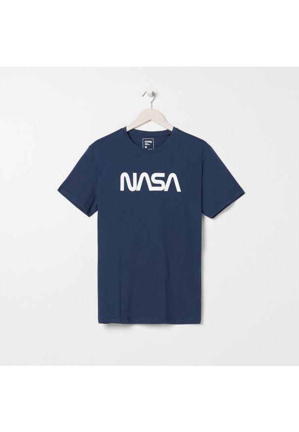 Niebieski t-shirt Sinsay z nadrukiem
