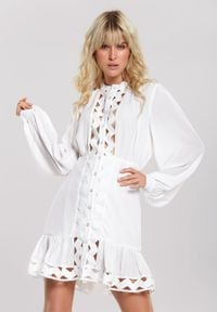Renee - Biała Sukienka Magic Flame. Okazja: na imprezę, na spacer. Kolor: biały. Długość rękawa: długi rękaw
