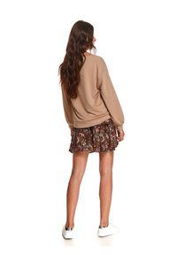 TOP SECRET - Damska bluza z bufiastym rękawem i aplikacją. Kolor: beżowy. Materiał: dzianina. Długość: długie. Wzór: aplikacja. Sezon: jesień