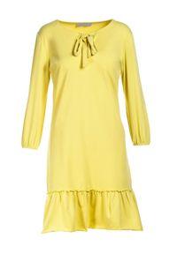Born2be - Jasnożółta Sukienka Morgalla. Typ kołnierza: kokarda. Kolor: żółty. Materiał: dzianina. Długość rękawa: długi rękaw. Sezon: jesień, wiosna. Typ sukienki: proste. Długość: mini