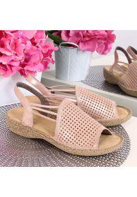 Różowe sandały Rieker