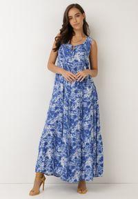 Born2be - Granatowa Sukienka Olyndia. Typ kołnierza: dekolt w serek. Kolor: niebieski. Materiał: tkanina. Długość rękawa: bez rękawów. Typ sukienki: rozkloszowane. Styl: klasyczny. Długość: maxi