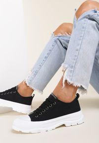 Renee - Czarne Trampki Erannyx. Nosek buta: okrągły. Zapięcie: sznurówki. Kolor: czarny. Szerokość cholewki: normalna. Wzór: aplikacja. Wysokość cholewki: przed kostkę. Materiał: jeans, materiał, guma. Obcas: na obcasie. Wysokość obcasa: niski