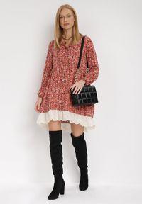 Born2be - Czerwona Sukienka Ferethe. Okazja: na co dzień. Kolor: czerwony. Wzór: kwiaty, aplikacja, ażurowy, nadruk. Styl: boho, klasyczny, elegancki, casual. Długość: mini