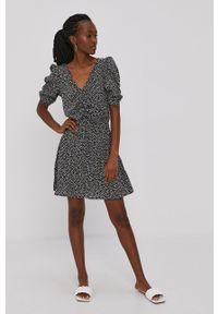Brave Soul - Sukienka. Kolor: czarny. Materiał: tkanina. Długość rękawa: krótki rękaw. Typ sukienki: rozkloszowane