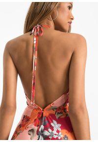 Sukienka z dekoltem halter bonprix czerwono-pomarańczowy w roślinny wzór. Typ kołnierza: dekolt halter. Kolor: czerwony