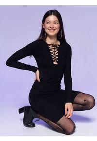 Czarna sukienka TROLL z krótkim rękawem, w kolorowe wzory, na imprezę
