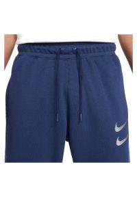 Spodnie męskie dresowe Nike Sportswear Swoosh DC2584. Materiał: dresówka. Wzór: aplikacja. Sport: koszykówka