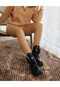 SELF LOVE - Kamelowe spodnie dresowe Aspen. Kolor: beżowy. Materiał: dresówka