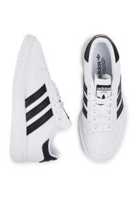 Adidas - Buty adidas - Team Court J EF6815 Ftwwht/Cblack/Ftwwht. Okazja: na co dzień. Zapięcie: pasek. Kolor: biały. Materiał: skóra. Szerokość cholewki: normalna. Wzór: paski. Sezon: lato. Styl: sportowy, klasyczny, casual, młodzieżowy