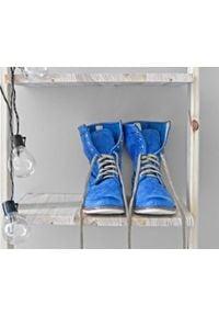Zapato - dziurkowane botki za kostkę - skóra naturalna - model 428 - kolor szafirowy. Okazja: na spacer. Wysokość cholewki: za kostkę. Kolor: niebieski. Materiał: skóra. Wzór: ażurowy. Styl: sportowy
