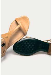 Beżowe sandały Patrizia Pepe klasyczne, bez obcasa, gładkie