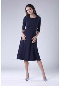 Nommo - Granatowa Rozkloszowana Sukienka Wizytowa z Zaznaczoną Talią. Kolor: niebieski. Materiał: wiskoza, poliester. Styl: wizytowy
