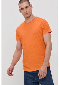 Tommy Jeans - T-shirt. Kolor: pomarańczowy. Materiał: dzianina. Wzór: aplikacja