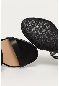 Czarne sandały Lauren Ralph Lauren na średnim obcasie, na klamry, na koturnie