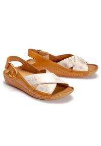 Maciejka - MACIEJKA 00994-41/00-5 rudy przecierka, sandały damskie. Zapięcie: rzepy. Kolor: brązowy. Materiał: skóra. Obcas: na koturnie