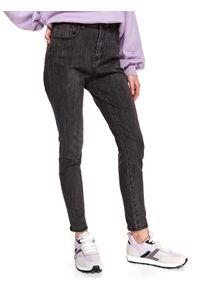 TOP SECRET - Jeansowe spodnie skinny. Okazja: na co dzień. Stan: podwyższony. Kolor: szary. Materiał: jeans. Długość: długie. Sezon: wiosna. Styl: casual