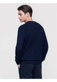 Niebieski sweter klasyczny