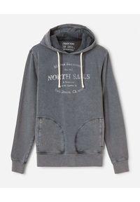 North Sails - NORTH SAILS - Szara bluza z postarzanym logo. Kolor: szary. Materiał: bawełna. Długość rękawa: długi rękaw. Długość: długie. Wzór: nadruk