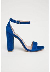 Niebieskie sandały Steve Madden na klamry