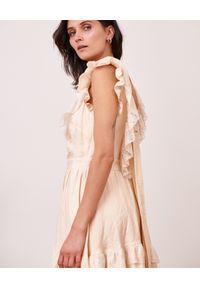 BY CABO - Sukienka z wiązaniem na plecach Honolulu. Typ kołnierza: kołnierz z falbankami. Kolor: beżowy. Materiał: tiul, satyna, tkanina. Długość rękawa: na ramiączkach