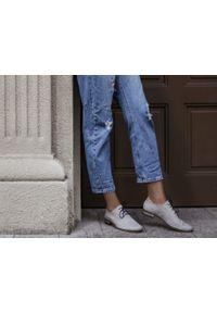 Szare półbuty Zapato do pracy, w kolorowe wzory, wąskie