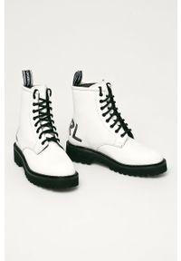 Białe botki Karl Lagerfeld na sznurówki, bez obcasa, z cholewką, klasyczne